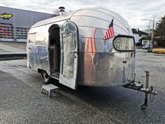 Airstream Trailwind 1949 Absolute Rarität. Bester Zustand. #tomsvintagetrailers #airstream #restauration #airstreamrenovation #glamping #rvlife #trailer Airstream, Glamping, Recreational Vehicles, Train, The Originals, Stage, Interior Home Decoration, Travel Trailers, Go Glamping