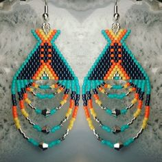 off loom beading stitches Beaded Earrings Native, Beaded Earrings Patterns, Native Beadwork, Seed Bead Earrings, Native Beading Patterns, Bracelet Patterns, Beading Projects, Beading Tutorials, Beading Techniques