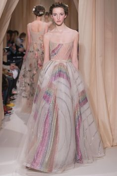 Valentino Official Website - Discover the Valentino Women Haute Couture Spring Summer 2015 Collection. Watch the Fashion Show, Accessories and much more. Haute Couture Style, Couture Mode, Couture Fashion, Runway Fashion, Fashion Week, High Fashion, Fashion Show, Fashion Outfits, Fashion Design