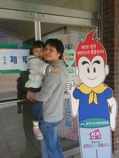 @Kang @tgsilk 시장님 딸래미와 함쎄 인증샷 올립니다. 신성한 투표의 기회를 딸과 함께 누려서 기쁜 하류입니다.