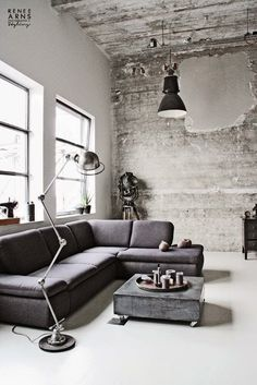 Mediterranean Nordic: CONCRETE WALLS IN A WONDERFUL INDUSTRIAL LOFT