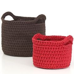 Basket pattern (in Finnish) - Im planning to crochet something like this for our kitchen. Cotton Cord, Purse Handles, T Shirt Yarn, Recycled Fabric, Crochet Fashion, Yarn Crafts, Crochet Yarn, Free Knitting, Crochet Projects