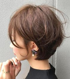 32 Layered Bob Hairstyles : Add These Hot Layers to Your Haircut Now - Style My Hairs Short Hair With Layers, Short Hair Cuts, Hairstyles Haircuts, Pretty Hairstyles, Layered Hairstyles, Medium Hair Styles, Curly Hair Styles, Great Hair, Fine Hair