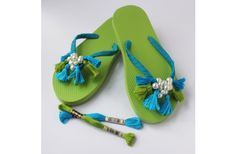 Check out DMC Tassel Flip Flops crafting ideas at A. Flip Flop Slippers, Flip Flop Shoes, Crochet Shoes, Crochet Slippers, Flip Flop Craft, Crochet Flip Flops, Shoe Makeover, Decorating Flip Flops, Retro Girls
