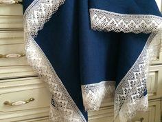 Купить или заказать Скатерть льняная ' Ночное небо' в интернет-магазине на Ярмарке Мастеров. Скатерть выполнена из 100% льна Оршанского льнокомбината,скатертная группа.Декорирована льняным кружевом белого оттенка с серой каймой. Цвет льна- темно-синий с чернильным отливом,очень насыщенный красивый оттенок!!! Фактура льна- средне-зернистая,ткань однородная,равномерная. Достоинства скатертного льна в том,что он остается очень пластичным и хорошо драпируется,не смотря на высокую плотность.