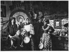 Jose Rizal (standing from the left) and María de la Paz Pardo de Tavera (standing from the left) and friends. Jose Rizal, Historical Pictures, Vintage Photos, Colonial, Philippines, Events, Memories, Friends, Painting