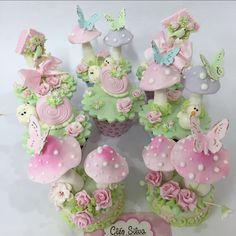 Fairy Garden Cake, Garden Cakes, Fairy Birthday Cake, Garden Birthday, Fairy Cupcakes, Easter Cupcakes, Paper Mache Crafts, Clay Crafts, Fairy Baby Showers