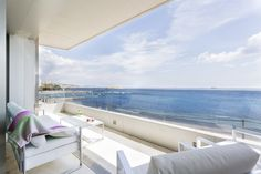 BELICE APARTMENT   Modernidad, lujo y confort se conjugan a la perfección en este acogedor apartamento de 136m2. Desde los amplios ventanales de su salón esquinero y de su gran terraza de 30m2 se puede disfrutar de unas impresionantes vistas del mar Mediterráneo. #ibiza #ibizaluxury #luxury #apartments