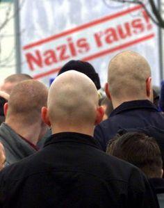 'La consigna política era minimizar la amenaza neonazi' / @gomez_jn + @elpais_internacional   El jefe de la comisión que investiga el asesinato de extranjeros por un grupo racista critica a los servicios de seguridad   #madyingermany