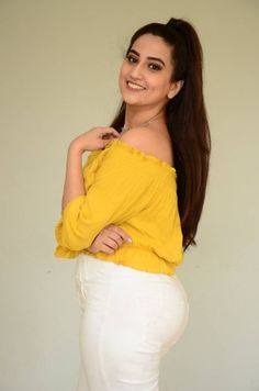 Anchor Manjusha Hot Pics in Yellow Dress Latest Manjusha Rampalli is an Indian Model, Anchor and Film actress who is working in Te. Hot Images Of Actress, Actress Photos, Indian Tv Actress, Indian Actresses, Tamil Actress, Hottest Pic, Hottest Photos, Indian Heroine Photo, Hollywood Heroines