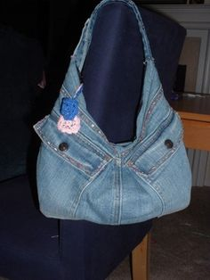 Made several of these.  Wish I could get a zipper on mine.  But, I embellished with fabric paint and the embroidery maching.  So cute!