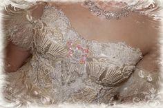 Altered Corset - Tresors de Luxe - https://www.youtube.com/watch?v=W0CEB6U099w #lace #corset #bustier #lacecorset #ballerina #craft #sewing #TresorsdeLuxe