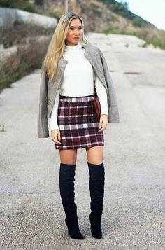 Novo Look do dia/Outfit com a tendência de xadrez, burgundy e over the knee boots. Dicas de Moda e Imagem no Blog de Moda Style Statement. Tendências Outono/Inverno. Moda. Fashion. Tartan. Plaid mini skirt.