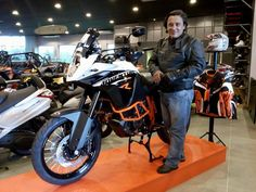 A imagem pode conter: 1 pessoa, motocicleta