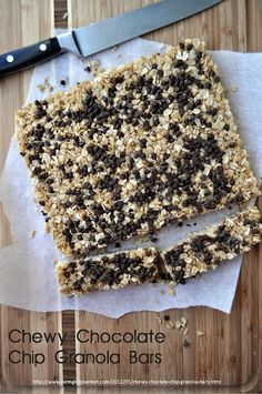 Chewy Chocolate Chip Granola Bars ------- 2 cups crispy rice cereal 2 cups quick cooking oats cup honey (local is best) cup light brown sugar 5 tablespoons unsalted butter 1 teaspoon vanilla 3 tablespoons miniature chocolate chips Chocolate Chip Granola Bars, Chewy Granola Bars, Homemade Granola Bars, Chocolate Chips, Oat Bars, Yummy Treats, Sweet Treats, Yummy Food, Delicious Recipes