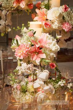 Pastéis combinam perfeitamente entre si, sejam tons de rosa com laranja ou o que for - arranjo de flores para casamento - Brian Dorsey Studios
