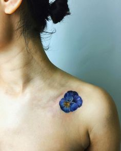 Pansy shoulder piece by Rita