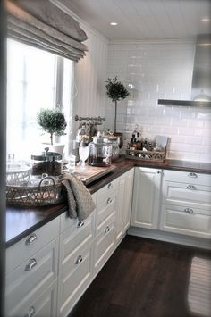 Always in love with villa paprika New Kitchen, Kitchen Decor, Kitchen Design, Le Logis, Beautiful Kitchens, Interior Design Living Room, Home And Living, Home Kitchens, Kitchen Remodel