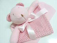Ursinha! Baby Stuffed Animals, Patchwork Baby, Pet Toys, Sewing Patterns, Baby Shoes, Patches, Pillows, Cute, Baby Coming Home Outfit