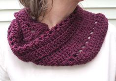 Free cowl pattern. Adapts to many sizes yarn. Easy