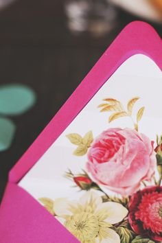 Floral lined envelopes --DUH!!! but i need to find paper with queen anne's lace for the liners!! help meeeeeee!