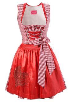 Баварское платье с сердечками на фартуке для создания образа Красной Шапочки — красный цвет. Размеры — 36, 40, 38, 42, 44 и 34. Купить в интернет магазине http://fas.st/eKXms за 13440 рублей