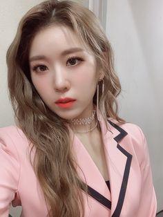 """드림노트(DreamNote) on Twitter: """"[#드림노트] #보니 가 쓰는 #드림노트하루  펭지들 퍼포먼스 버전 뮤직비디오가 공개되었는데 다들 보셨나요?? 안 봤다면 얼른 보고 오기♥️♥️  #DreamNote #ドリームノート⠀ #BoNi #ボニ… """" Dream Note, Song Recommendations, Pretty Baby, K Idols, Korean Girl Groups, Kpop Girls, Rapper, Shit Happens, Random"""