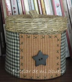 EL TELAR DE MI ABUELA Sewing Crafts, Sewing Projects, Embroidery Purse, Fun Crafts, Paper Crafts, Country Quilts, Penny Rugs, Sewing Rooms, Primitive Crafts