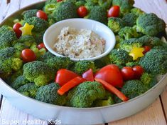 Holiday Veggie Tray with Creamy Ranch Dip - Super Healthy Kids Super Healthy Kids, Healthy Toddler Meals, Kids Meals, Healthy Snacks, Toddler Food, Christmas Veggie Tray, Christmas Snacks, Christmas Appetizers, Christmas Recipes