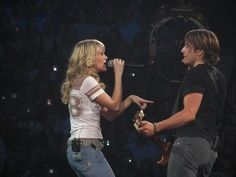Carrie singing w/ Keith Urban when she toured with him