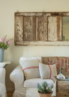 MIercoles how to: Ideas con puertas antiguas – Antigua Madera Red Cottage, Cottage Chic, Cottage Style, Farmhouse Chic, Vintage Farmhouse, Farmhouse Interior, Farmhouse Ideas, Country Farmhouse, Country Living