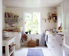 Best Small Country White Kitchen Ideas With White Country Kitchen Cabinet Country White Kitchen, Small Country Kitchens, Country Kitchen Designs, Kitchen Cabinets Home Depot, Country Kitchen Cabinets, New Kitchen, Kitchen Ideas, Narrow Kitchen, Vintage Kitchen