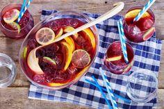 En wat hoort er bij een warme zomerdag en een lekker BBQ-feestje? Juist, zelfgemaakte sangria! Santé!