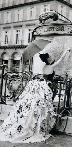 """S'Enflamme Pour La Haute Couture"""", Elle France, February 1995"""