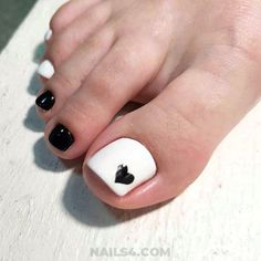 25 Cute Toe Nail Designs to Copy cute toe black white toe Nail Designs Toenails, Gel Toe Nails, Simple Toe Nails, Black Toe Nails, Pretty Toe Nails, Cute Toe Nails, Summer Toe Nails, Pedicure Nail Art, Toe Nail Designs