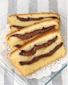 Nutella swirled pound cake - thick, gooey Nutella swirls in rich buttery pound cake Easy Delicious Recipes, Sweet Recipes, Delicious Desserts, Yummy Food, Desserts With Biscuits, Köstliche Desserts, Dessert Recipes, Cooking Cake, Pound Cake Recipes