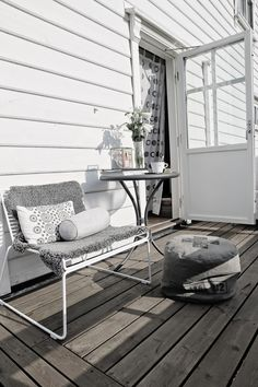 Kinda love this in a weird way Outside Living, Outdoor Living, Outdoor Rooms, Outdoor Gardens, Porches, Scandinavian Garden, Industrial House, Terrace Garden, Beautiful Space