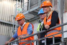 Mette-Marit de Noruega cambia la tiara de princesa por el casco de obra #princess #norway #royals