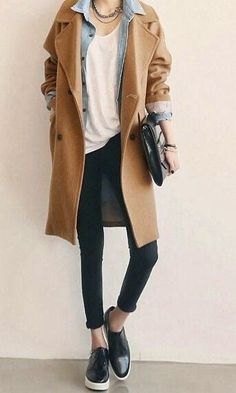 Manteau beige Minimalist fashion inspiration, perfect to pair up with our Looks Street Style, Looks Style, Mantel Outfit, Winter Outfits, Casual Outfits, Normcore Outfits, Normcore Style, Winter Layering Outfits, Layering Clothes