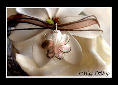 Fleurs Collection  Collier Fleur de Tiaré Nacre de Tahiti 2.5cm Reflets Mi-Teintes Blancs-Marrons Clairs  Collier Cordons Couleur Chocolat MAG.SHOP