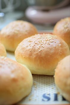Pains burger hyper moelleux – Basic Homemade Bread Recipe – The healthiest bread to make? Homemade Hamburger Buns, Homemade Hamburgers, Hamburger Recipes, Ham Recipes, Leftovers Recipes, Pizza Recipes, Bread Recipes, Cooking Bread, Cooking Chef