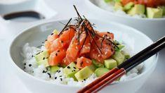 Jak chirashi sushi, tak po světě slavnější maki sushi má své kořeny v Japonsku v 18. století. Gourmet Gift Baskets, Gourmet Gifts, How To Cook Rice, Korn, Cooking, Kochen, Brewing