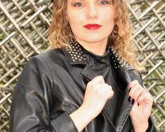 Etsy :: Jouw platform voor het kopen en verkopen van handgemaakte items Leather Jacket Dress, Polka Dot Top, Trending Outfits, Unique, Jackets, Clothes, Etsy, Tops, Dresses