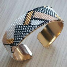"""47 Beğenme, 7 Yorum - Instagram'da La fée à pois (@la_fee_a_pois): """"Ca y est !!! Mon bracelet est terminé! Merci @maellinet et @perlescorner pour cette superbe grille!…"""""""