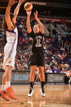 Jayne Appel #32 of the San Antonio Stars shoots against the Phoenix Mercury