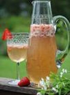 *Honey punch* Beltane Recipes -- these are awesome! May wine, honey drinks, oatcakes, fruit dip, etc Monica Crema, Honey Drink, Fire Festival, Kitchen Witchery, May Days, Beverages, Drinks, Cocktails, Sabbats