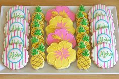 luau{Cookie Decorating} How to make pretty hibiscus cookies Aloha Party, Hawaiian Luau Party, Hawaiian Birthday, Hawaiian Theme, Luau Birthday, Tropical Party, Beach Party, Party Party, Hawain Party Ideas