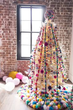 DIY Colorful Christmas Decorations Libby Summers Tips - Mandy Owens - Holidays Alternative Christmas Tree, Diy Christmas Tree, Holiday Tree, Christmas Tree Toppers, Holiday Fun, Christmas Holidays, Pom Pom Tree, Pom Poms, Colorful Christmas Decorations