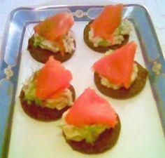 Da ricettebarbare.blogspot.com tartine cannellini e salmone!
