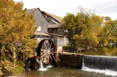 Coming to Pigeon Forge in the fall is a wonderful time to visit!